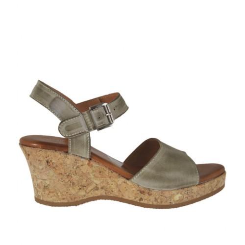 Sandale pour femmes en cuir taupe avec courroie, plateforme et talon compensé 6 - Pointures disponibles:  42, 43, 44, 45