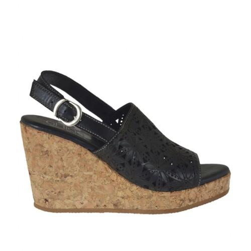 Sandale pour femmes en cuir perforé noir avec talon compensé et plateforme 8 - Pointures disponibles:  32, 33, 34, 42, 43, 44