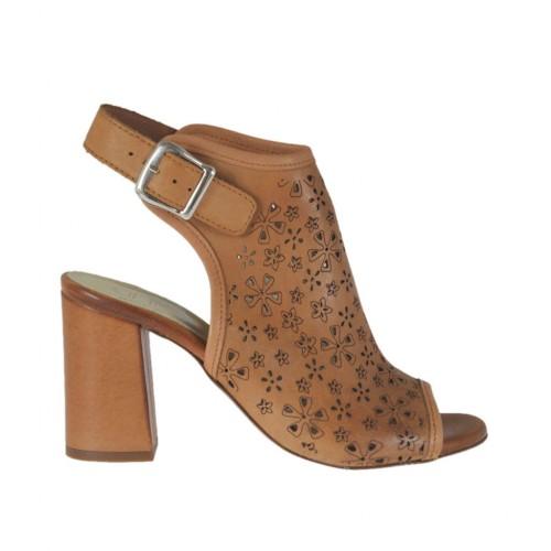 Sandale haute à la cheville pour femmes en cuir perforé brun clair talon 7 - Pointures disponibles:  34, 42, 43, 44