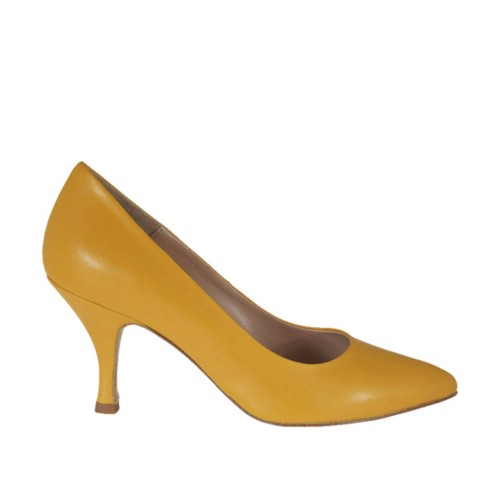 Woman's pump shoe in ocher yellow leather with spool heel 7 - Available sizes:  32, 33, 34, 42, 43, 44