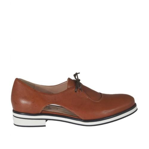 Chaussure à lacets ouvert pour femmes en cuir brun talon 2 - Pointures disponibles:  32, 46