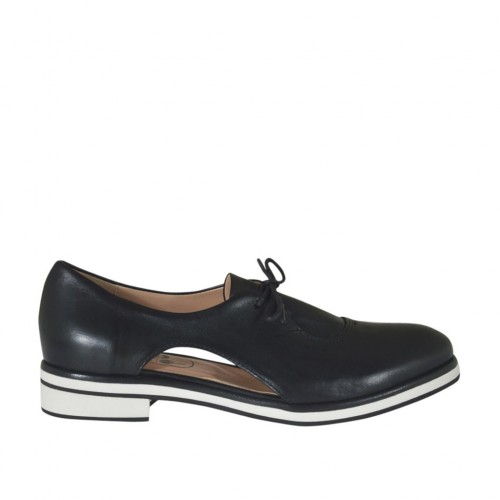 Woman's laced shoe with sidecuts in black leather heel 2 - Available sizes:  32, 33, 45