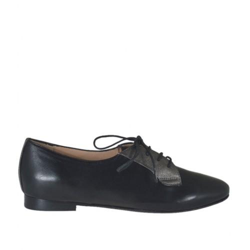 Zapato con cordones para mujer en piel negra y piel laminada gris plomo tacon 1 - Tallas disponibles:  32