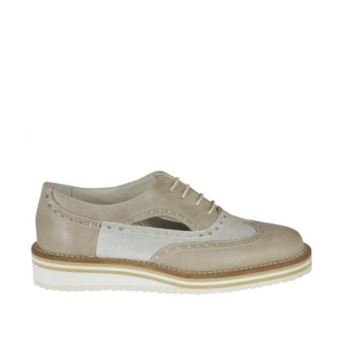 Chaussure à lacets ouvert sur les côtés pour femmes en cuir taupe et cuir imprimé argent talon compensé 2 - Pointures disponibles:  32, 33, 34, 42, 43, 44, 45