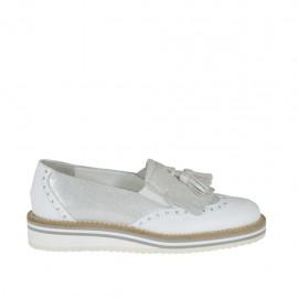 Mocasin para mujer con elasticos y borlas en piel blanca y piel estampada plateada cuña 2 - Tallas disponibles: 33, 34, 42, 43, 44, 45