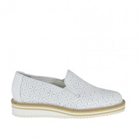 Woman's moccasin shoe with elastic bands in white pierced leather wedge heel 2 - Available sizes:  32, 34, 43, 44