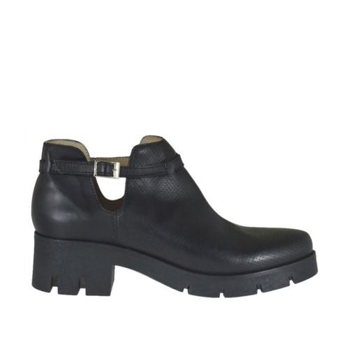 Bottines pour femmes avec courroie en cuir et cuir perforé noir talon 5 - Pointures disponibles:  42, 45