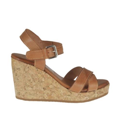 Sandalo da donna con cinturino in pelle color cuoio con plateau e zeppa 8 - Misure disponibili: 43
