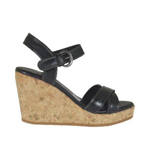 Sandalo da donna con cinturino in pelle nera con plateau e zeppa 8 - Misure disponibili: 33, 34, 42, 44, 45