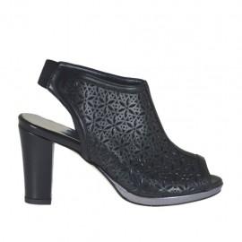 Sandalo accollato da donna con elastico e plateau in pelle forata nera tacco 8 - Misure disponibili: 32, 33, 34, 42, 43, 44, 45