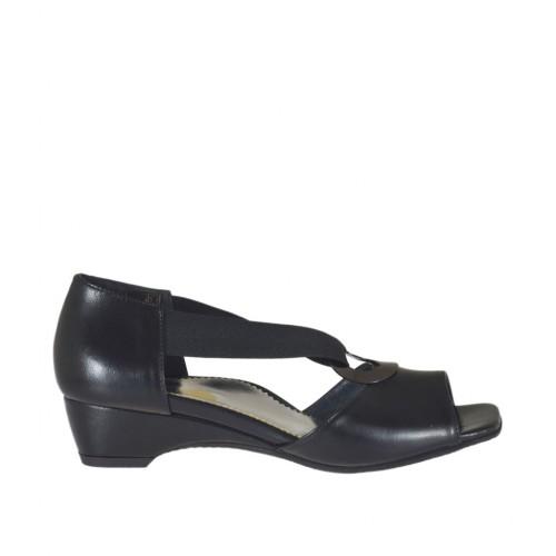 Escarpin ouvert pour femmes avec elastique et cercle métallique en cuir noir talon compensé 3 - Pointures disponibles:  32, 33, 34, 43, 44, 45