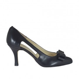 Woman's pump with sidecuts and bow in black leather heel 7 - Available sizes: 32, 33, 34, 42, 43, 44