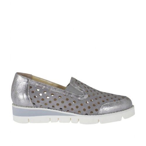 Woman's moccasin shoe with elastic bands in grey pierced suede and silver laminated leather wedge heel 3 - Available sizes:  33, 34, 42, 43, 44, 45