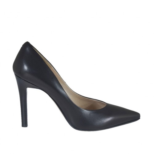 Woman's pointy pump in black leather heel 9 - Available sizes:  31, 34, 42, 44, 45, 46