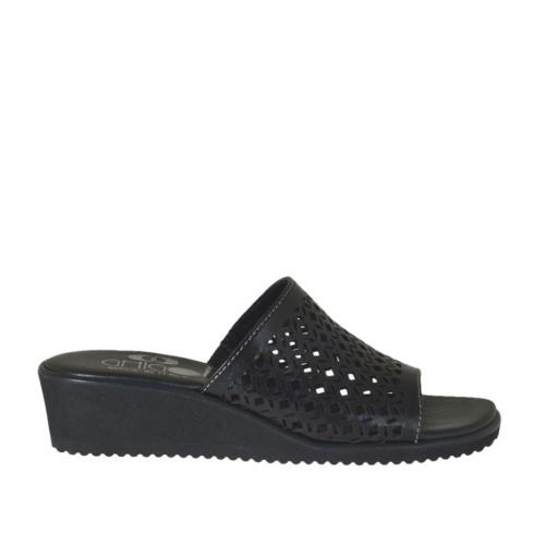 Offene Damenpantoletten aus schwarzem perforiertem Leder Keilabsatz 4 - Verfügbare Größen:  42