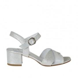 Sandalia para mujer con cinturon en piel laminada plateada y blanca tacon 4 - Tallas disponibles: 32, 33, 34, 42, 43, 44, 45