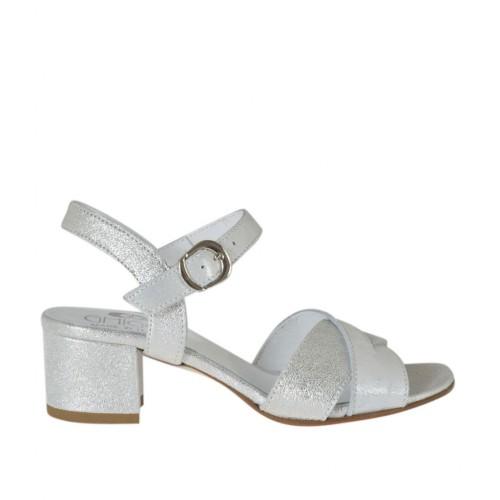 Sandale pour femmes avec courroie en cuir lamé argent et blanc talon 4 - Pointures disponibles:  32