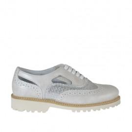 Zapato para mujer abierto al lado con cordones en piel marfil y imprimida trensada plateada tacon 3 - Tallas disponibles: 33, 34, 42, 43, 44, 45, 46