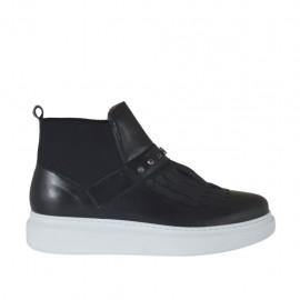 Chaussure avec cou-de-pied haut pour femmes avec franges, elastiques et goujons en cuir noir talon compensé 4 - Pointures disponibles:  42, 45, 46