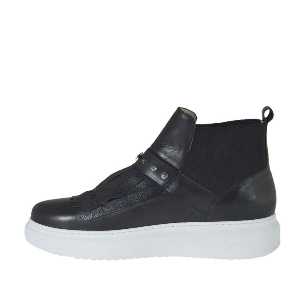 Chaussure avec cou de pied haut pour femmes avec franges elastiques et goujons en cuir noir - Pied en bois pour chaussure ...