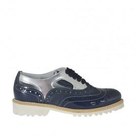 Damenschnürschuh mit offenen Seiten aus blauem Wild- und Lackleder und silbernem laminiertem Leder Absatz 3 - Verfügbare Größen:  34, 42, 43, 44, 45, 46