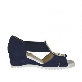 Zapato abierto para mujer con elasticos y tachuelas en gamuza azul cuña 4 - Tallas disponibles:  33, 34, 43, 44, 45