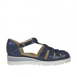 Zapato abierto con cinturon para mujer en piel laminada azul cuña 3 - Tallas disponibles:  33, 42, 43, 44, 45