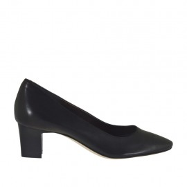Woman's pump in black leather heel 5 - Available sizes:  43, 45, 46