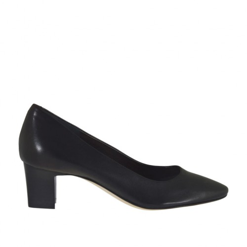 Woman's pump in black leather heel 5 - Available sizes:  31, 32, 34, 43, 44, 45, 46