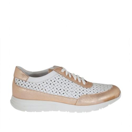 Chaussure à lacets pour femmes en cuir perforé blanc et lamé cuivre talon compensé 3 - Pointures disponibles:  42, 43, 45, 46