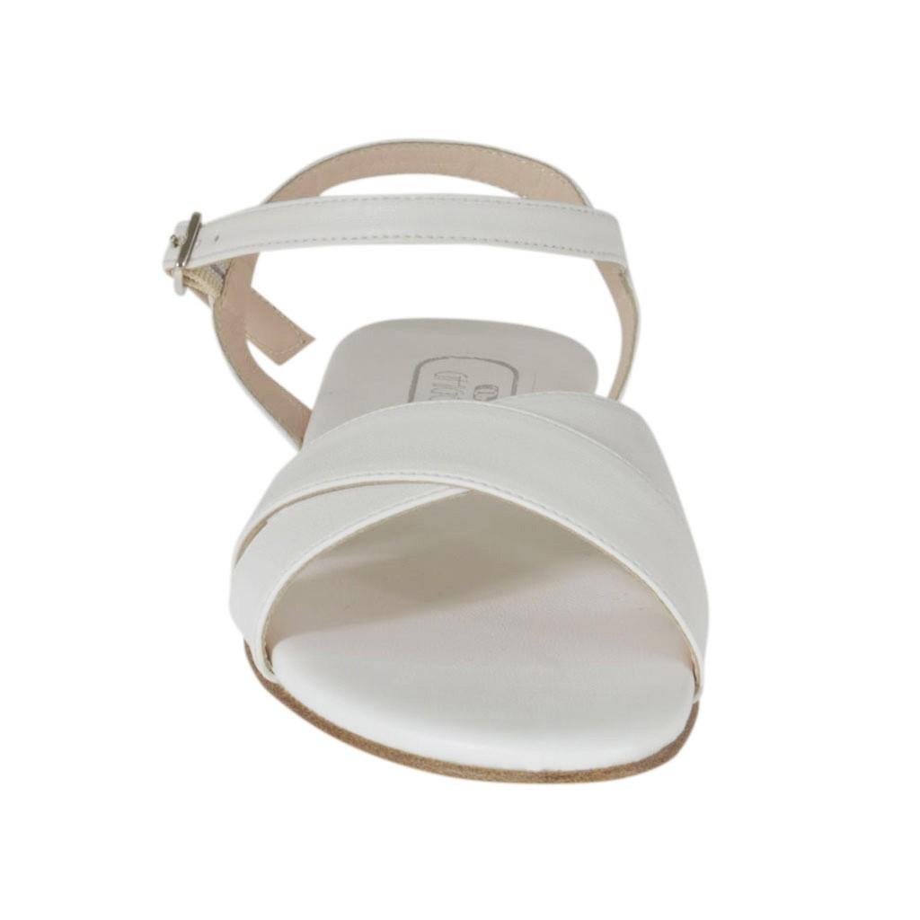 sandale blanc pour femmes avec courroie et talon 2 ghigocalzature. Black Bedroom Furniture Sets. Home Design Ideas
