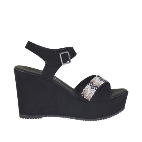 Sandalo da donna in camoscio nero con cinturino, strass colorati, plateau e zeppa 9 - Misure disponibili: 42