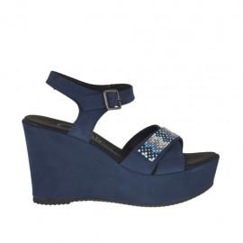 Sandalo da donna in camoscio blu con cinturino, strass colorati, plateau e zeppa 9 - Misure disponibili: 42, 46