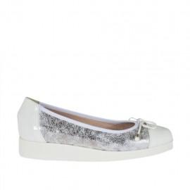 Zapato de salon para mujer con moño en charol blanco y piel estampada laminada plateada cuña 3 - Tallas disponibles:  32, 33, 34, 42, 43, 44