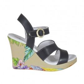 Sandale pour femmes en cuir noir et imprimé floreal avec courroie, plateforme et talon compensé 9 - Pointures disponibles:  31, 32, 34, 42, 43, 44