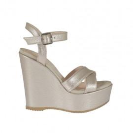 Sandalia para mujer imprimida y laminada color polvo con cinturon, plataforma y cuña 11 cubierta - Tallas disponibles:  31, 34, 42, 43, 46