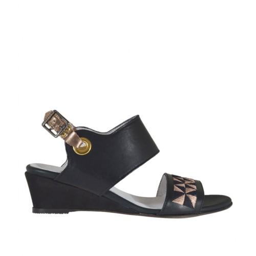 Sandale pour femmes en cuir noir et lamé cuivre avec broderie talon compensé 3 - Pointures disponibles:  43