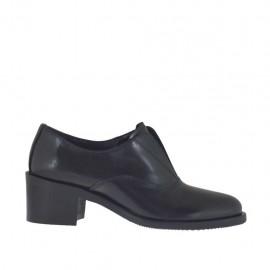 Scarpa accollata da donna con elastico in pelle nera tacco 5 - Misure disponibili: 34, 42, 43, 44, 45, 46, 47