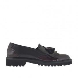Zapato mocasin para mujer con elasticos, borlas y flecos en piel negra y charol granate tacon 3 - Tallas disponibles:  33, 34, 43, 44, 45
