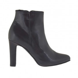 Woman's platform ankle boot with zipper in black leather heel 9 - Available sizes:  33, 34, 42