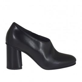 Scarpa accollata da donna con elastico in pelle nera tacco 7 - Misure disponibili: 43, 44