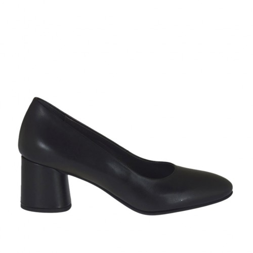Woman's pump in black leather block heel 5 - Available sizes:  32, 44