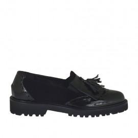 Zapato mocasin para mujeres con elasticos, flecos y borlas en gamuza y charol nero tacon 3 - Tallas disponibles:  32, 33, 34, 44, 45