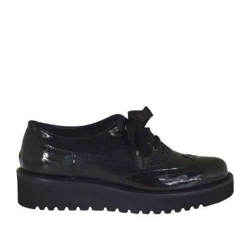 c3f726aace142 Zapato para mujer con cordones en piel y charol negro imprimido cuña 3 -  Tallas disponibles