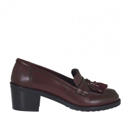 Mocassino da donna con nappine in pelle bordeaux tacco 5 - Misure disponibili: 32, 33, 34, 42, 43, 44, 45