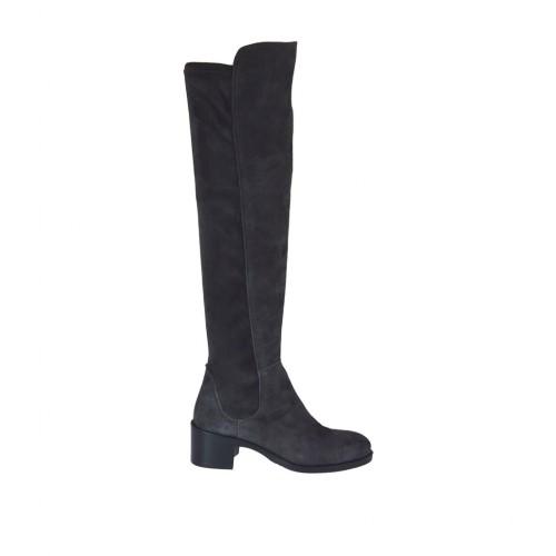 Stivale al ginocchio da donna in camoscio ed elasticizzato grigio con tacco 5 - Misure disponibili: 45