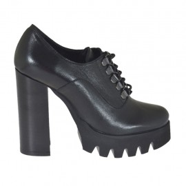 Woman's laced shoe in black leather heel 10 - Available sizes:  32, 42, 43