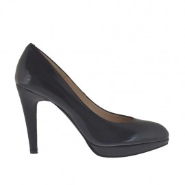 Woman's pump with platform in black leather heel 9 - Available sizes:  31, 44, 46