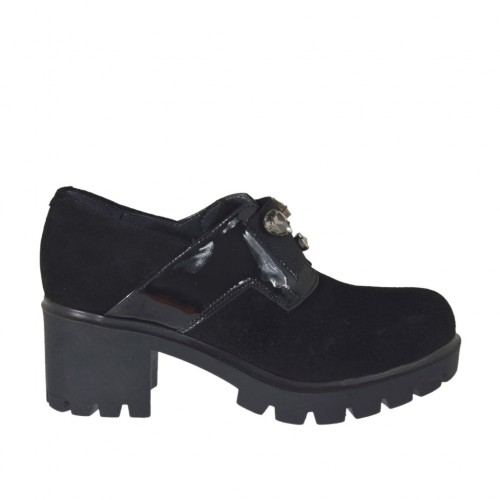 Woman's highfronted shoe with elastic band and rhinestones in black suede and patent leather heel 6 - Available sizes:  42