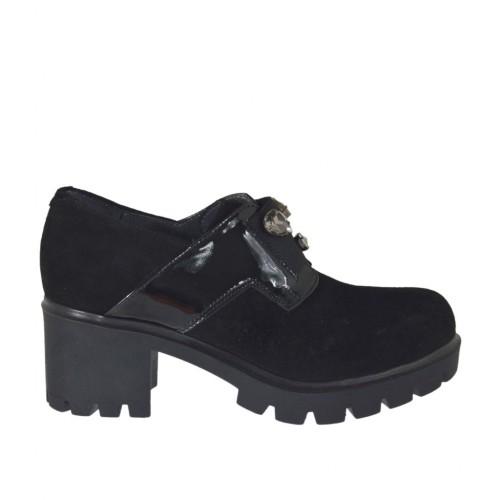 vende nuevas imágenes de descuento especial de Zapato cerrado para mujer con elastico y piedras en gamuza y charol negro  tacon 6